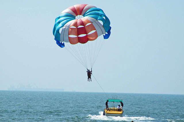 Paracaidas sobre el mar 3