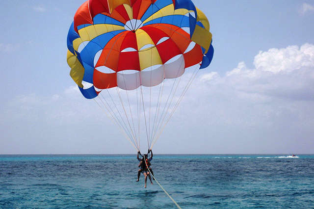 Paracaidas sobre el mar 7